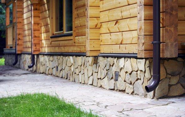 Цоколь деревянного дома: