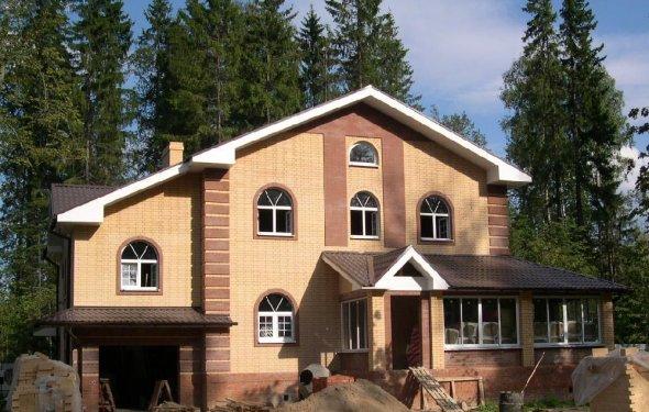 Дом из кирпича в Ленинградской