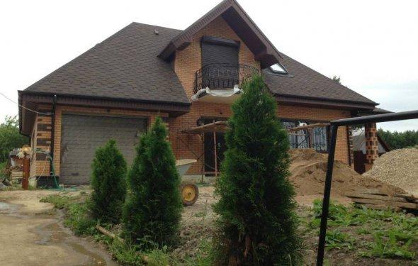 Уже построенный дом из кирпича
